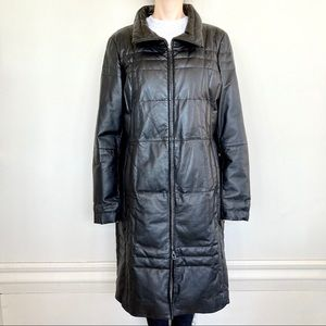 Danier 100% leather down-filled puffer coat. 🖤